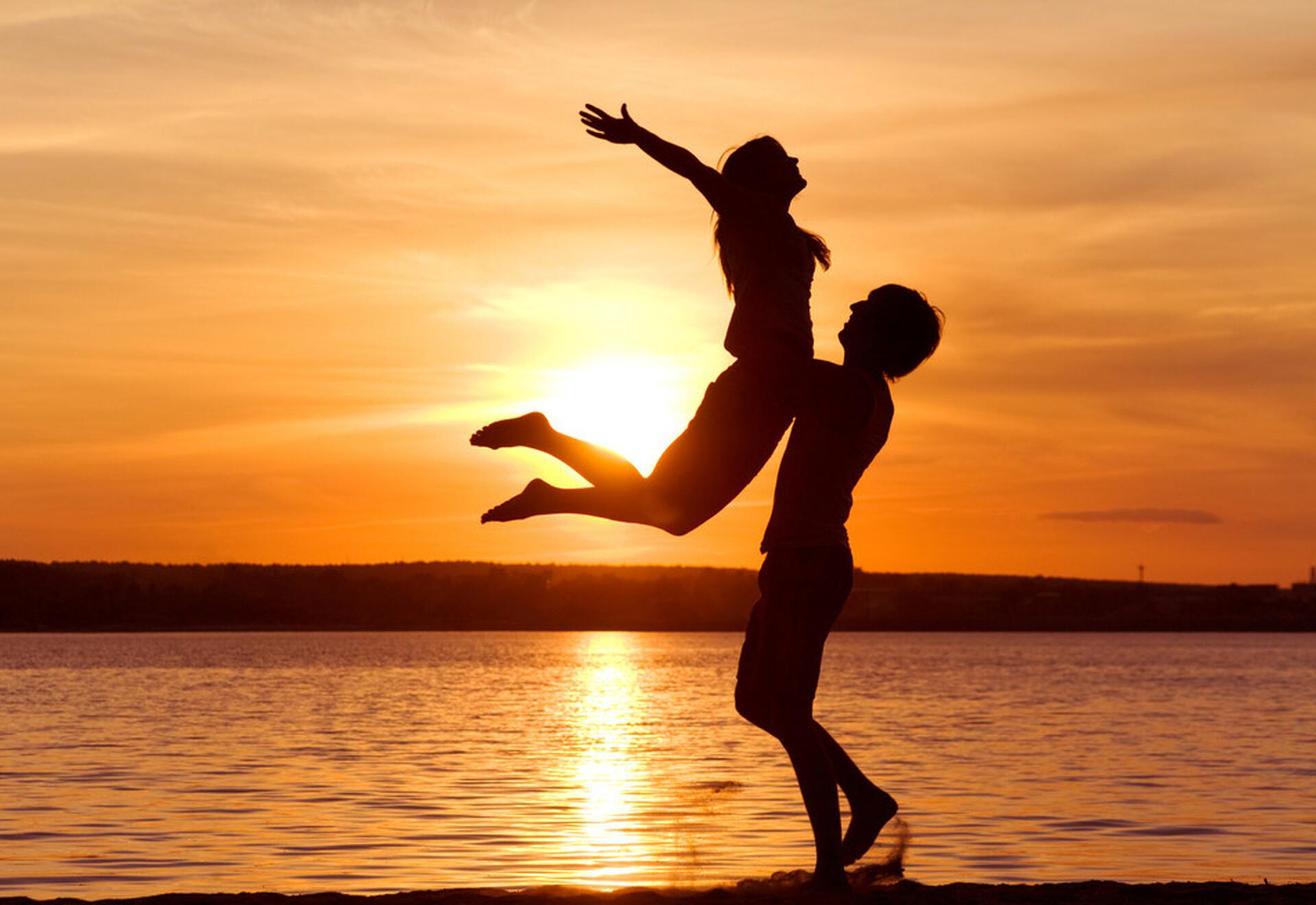 Картинки про любовь парень и девушка с надписью, днем